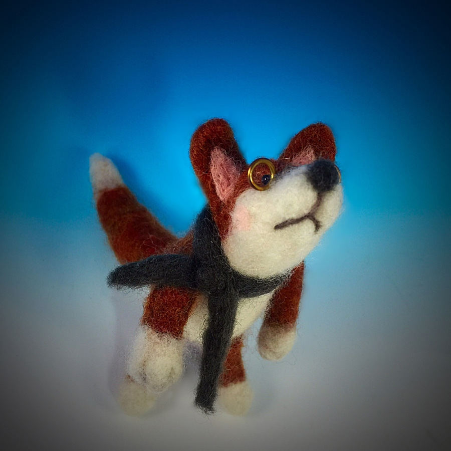 The Dapper Fox is felted with merino wool. The spectacles are fabricated out of red brass.