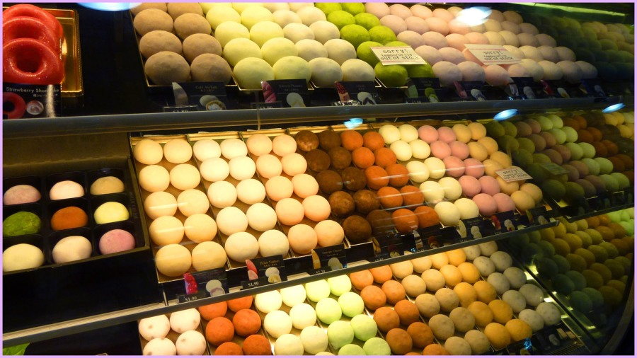 The colorful mochi are all neatly arranged. So beautiful!